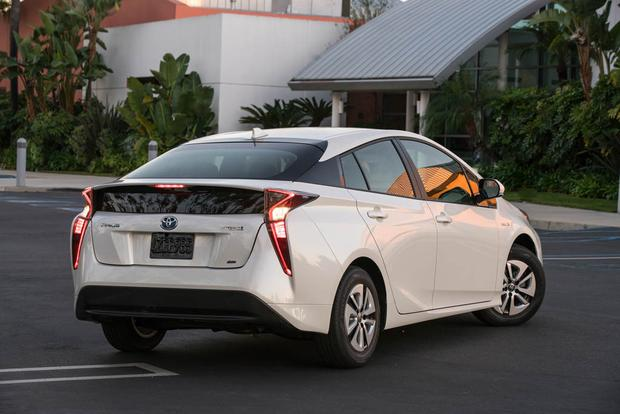 2018 Toyota Prius: New Car Review featured image large thumb1