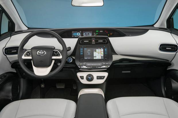 2018 Toyota Prius: New Car Review featured image large thumb4
