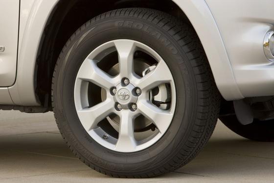 2012 Toyota RAV4: OEM Image Gallery featured image large thumb17
