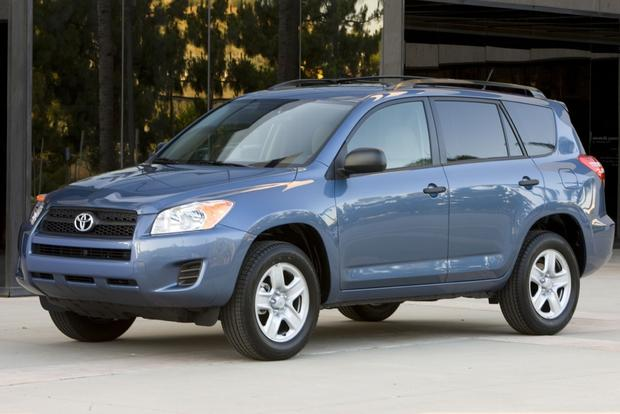 2013 Toyota RAV4: New vs. Old featured image large thumb1