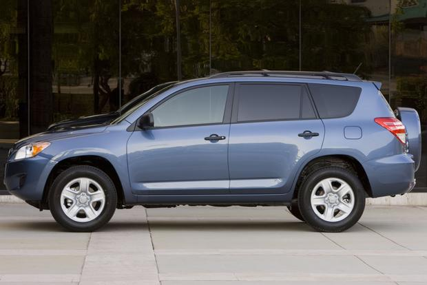 2013 Toyota RAV4: New vs. Old featured image large thumb3