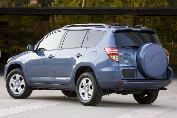 2013 Toyota RAV4: New vs. Old featured image large thumb10