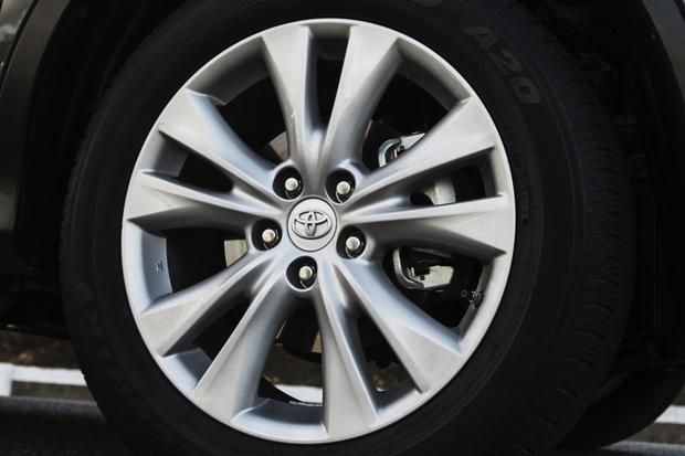 2013 Toyota RAV4: New Car Review featured image large thumb5