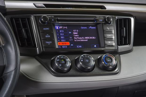 2013 Toyota RAV4: New Car Review featured image large thumb15