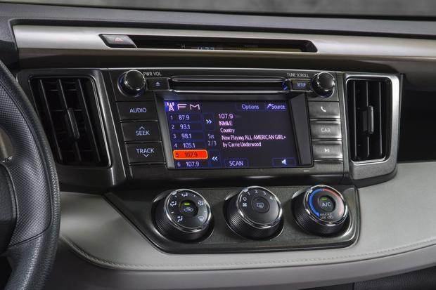 2013 Toyota RAV4 Limited: 5 Reasons to Buy featured image large thumb4