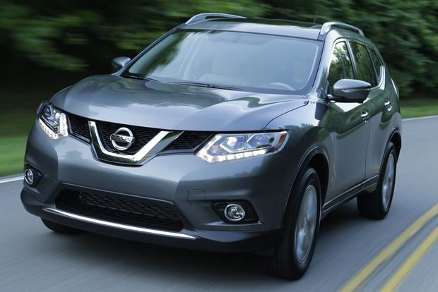 2014 nissan rogue vs 2014 toyota rav4 which is better autotrader. Black Bedroom Furniture Sets. Home Design Ideas