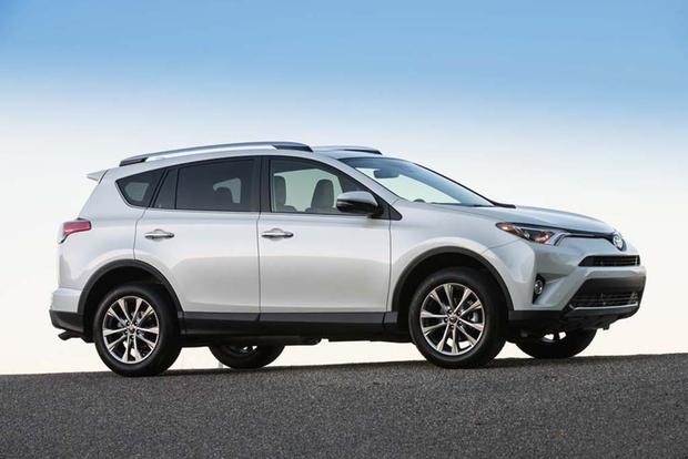 2015 vs. 2016 Toyota RAV4: What's the Difference? featured image large thumb4
