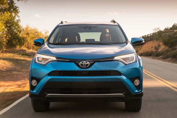 2016 toyota rav4 hybrid new car review autotrader. Black Bedroom Furniture Sets. Home Design Ideas