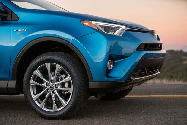 2016 Toyota RAV4 Hybrid: First Drive Review featured image large thumb5