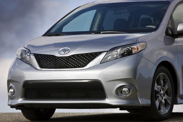2013 Toyota Sienna: New Car Review featured image large thumb2