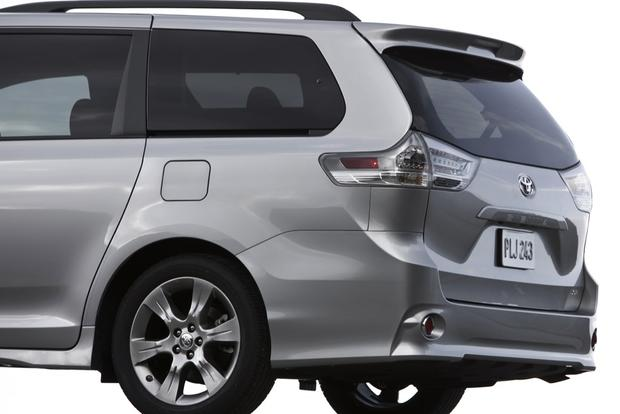 2013 Toyota Sienna: New Car Review featured image large thumb3