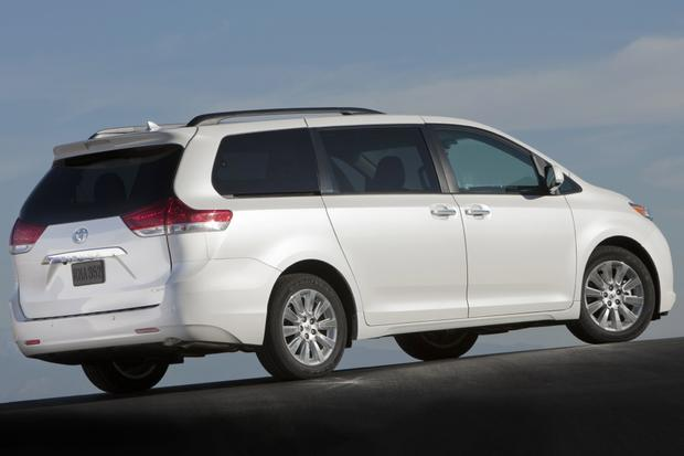 2013 Toyota Sienna: New Car Review featured image large thumb6