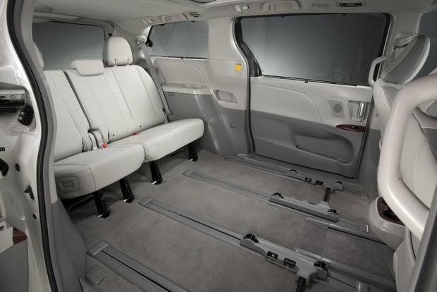 2013 Toyota Sienna: New Car Review featured image large thumb16