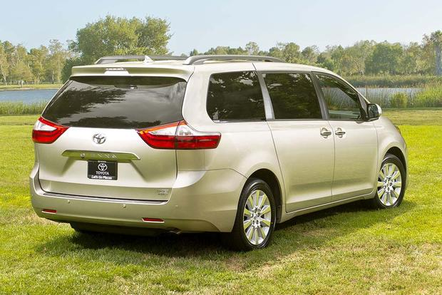 2016 toyota sienna new car review autotrader. Black Bedroom Furniture Sets. Home Design Ideas