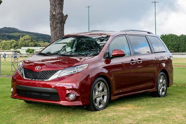 2017 Toyota Sienna: New Car Review featured image large thumb1