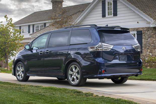 2018 Toyota Sienna: New Car Review featured image large thumb4