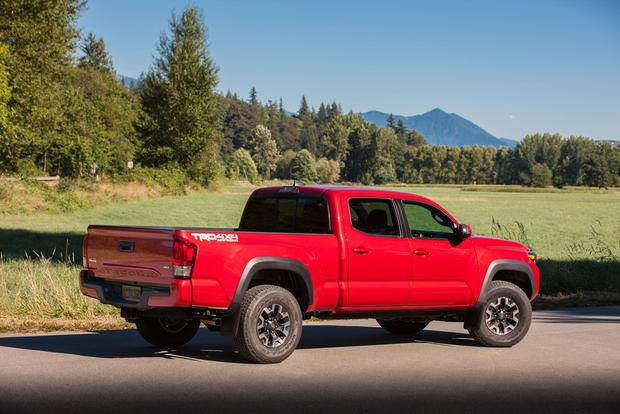 2015 vs. 2016 Toyota Tacoma: What's the Difference? featured image large thumb4