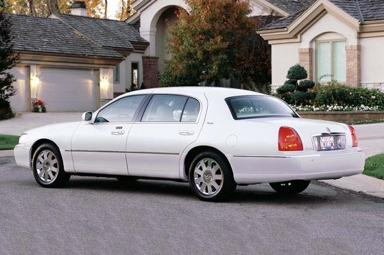 2003 2011 lincoln town car used car review featured image large thumb1