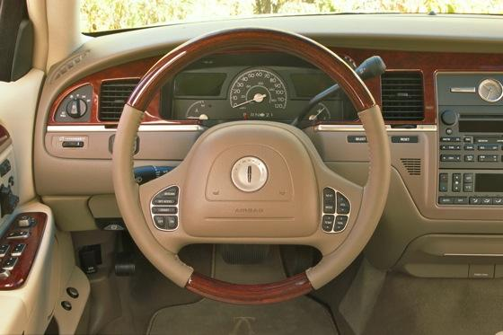 2003 2011 lincoln town car used car review autotrader. Black Bedroom Furniture Sets. Home Design Ideas
