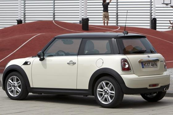 2002 2006 mini cooper hardtop used car review autotrader. Black Bedroom Furniture Sets. Home Design Ideas