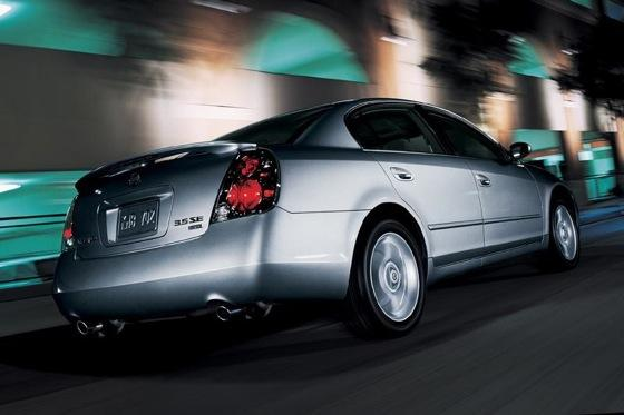 2002-2006 Nissan Altima - Used Car Review featured image large thumb7