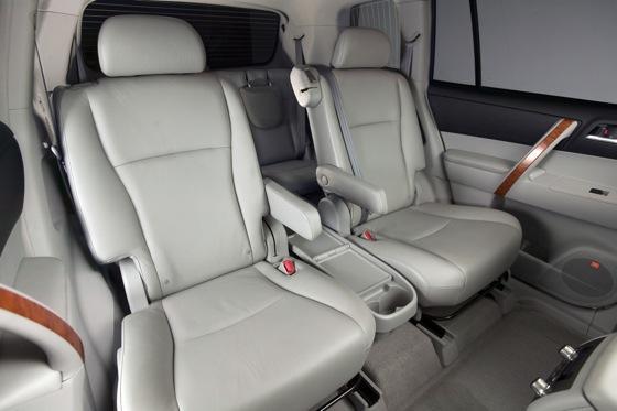 2008 2011 toyota highlander used car review autotrader. Black Bedroom Furniture Sets. Home Design Ideas