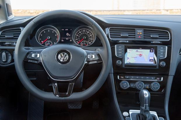 2015 Volkswagen Golf: New Car Review featured image large thumb3