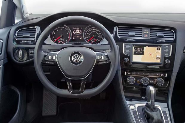 2016 Volkswagen Golf vs. 2016 Volkswagen Jetta: What's the Difference? featured image large thumb5