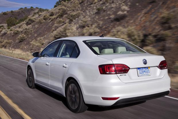 2014 Toyota Corolla vs. 2014 Volkswagen Jetta: Which Is Better? featured image large thumb2
