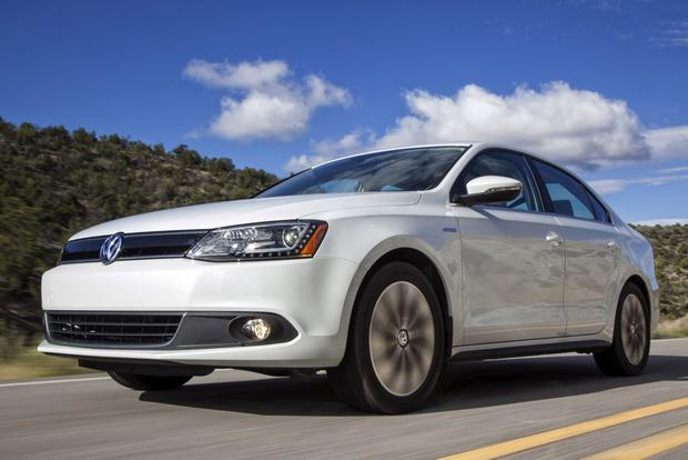 2014 Toyota Corolla vs. 2014 Volkswagen Jetta: Which Is Better? featured image large thumb4