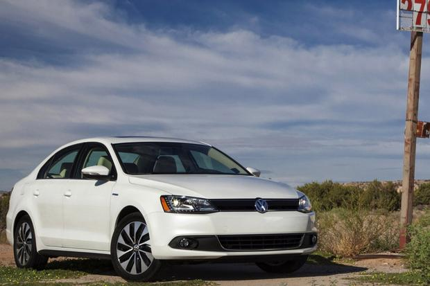 2014 Toyota Corolla vs. 2014 Volkswagen Jetta: Which Is Better? featured image large thumb5