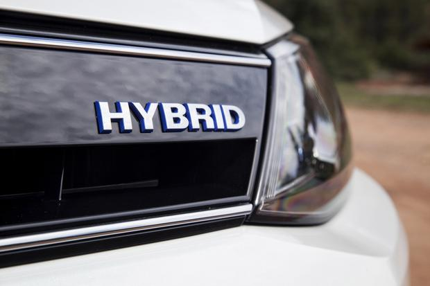2014 Volkswagen Jetta Hybrid: New Car Review featured image large thumb0