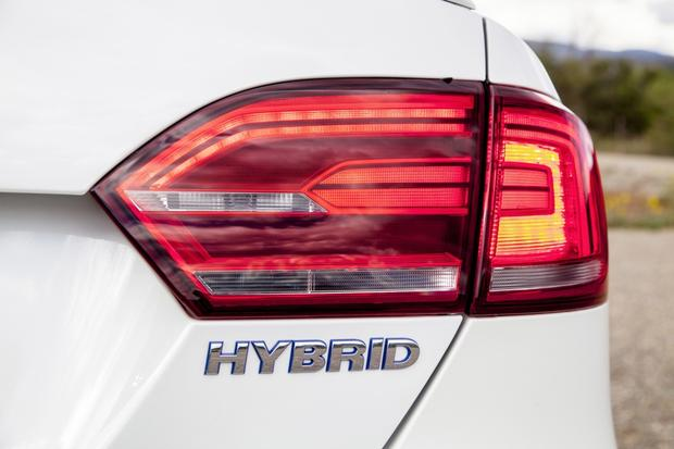 2014 Volkswagen Jetta Hybrid: New Car Review featured image large thumb7