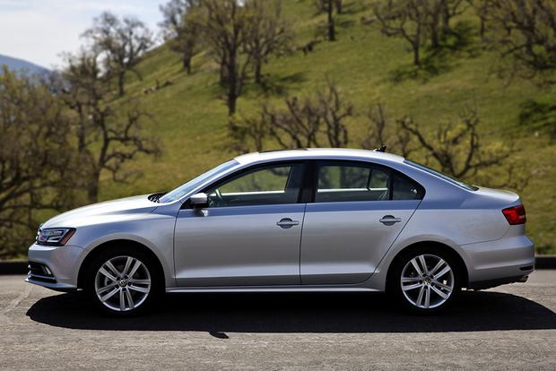 2014 vs. 2015 Volkswagen Jetta: What's the Difference? featured image large thumb4
