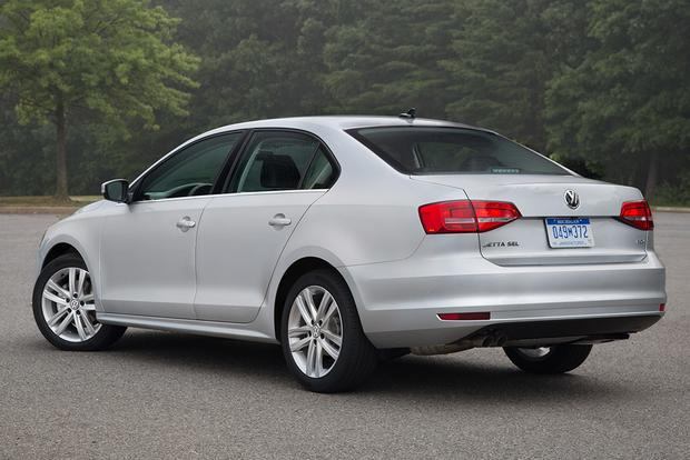 2014 vs. 2015 Volkswagen Jetta: What's the Difference? featured image large thumb8