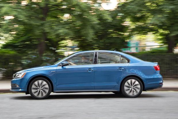 2016 Volkswagen Jetta Hybrid New Car Review Featured Image Large Thumb5