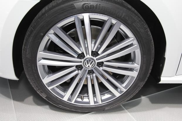 VW Passat Performance Concept: Detroit Auto Show featured image large thumb6
