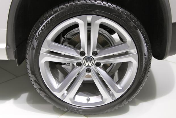 2014 VW Tiguan: Detroit featured image large thumb10