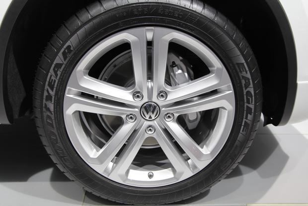 2014 VW Touareg: Detriot featured image large thumb8