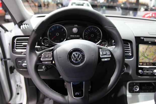 2014 VW Touareg: Detriot featured image large thumb10