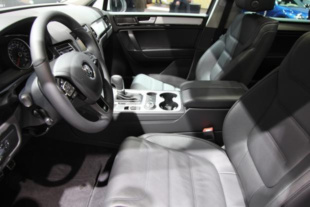 2014 VW Touareg: Detriot featured image large thumb12
