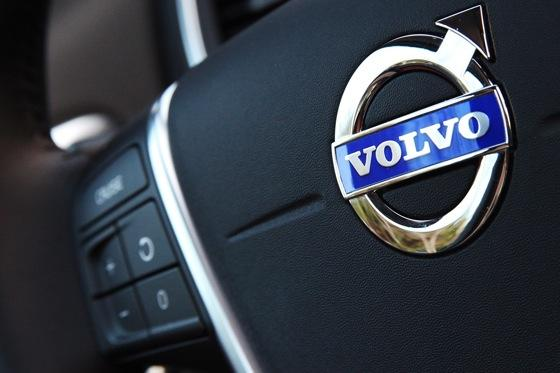 2012 Volvo S60: Interior Motives featured image large thumb7