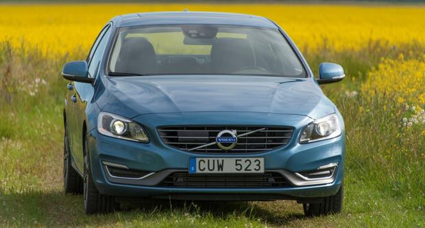 2015 Volvo S60: New Car Review featured image large thumb3