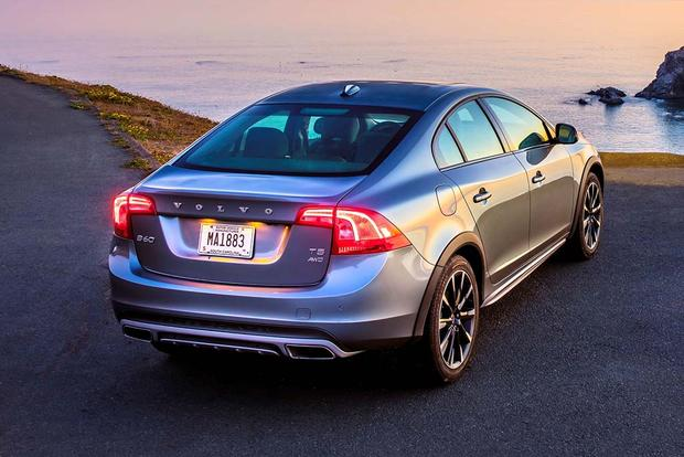 2018 volvo s60 cross country new car review autotrader. Black Bedroom Furniture Sets. Home Design Ideas