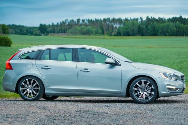 2015 Volvo V60: New Car Review featured image large thumb2