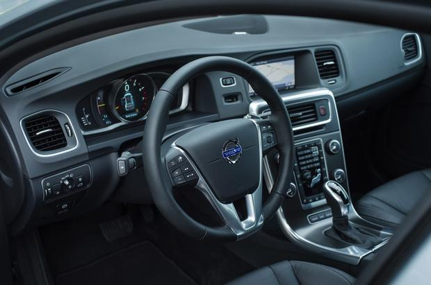 2015 Volvo V60: New Car Review featured image large thumb5