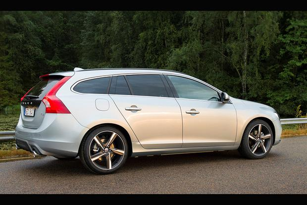 2017 Volvo V60: New Car Review featured image large thumb2