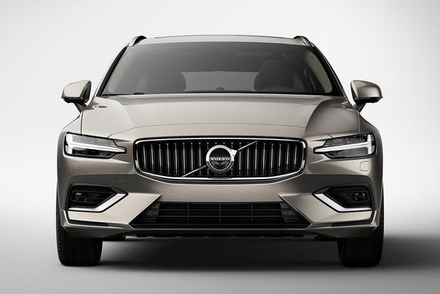 2018 Volvo V60: New Car Review featured image large thumb4