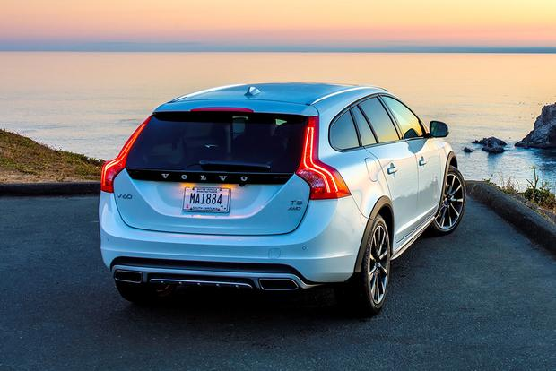 2018 Volvo V60 Cross Country: New Car Review featured image large thumb4