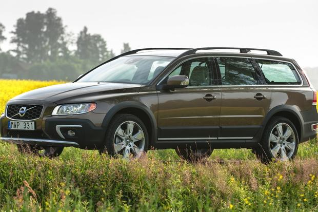 2014 Volvo XC70: New Car Review featured image large thumb1